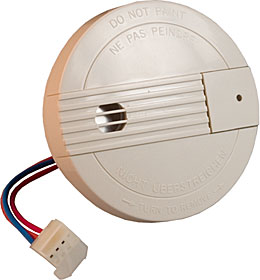 9 V battery powered optical smoke detector with interconnection function